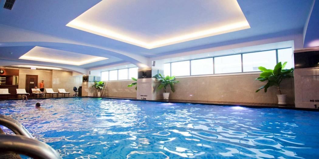 Bể bơi bốn mùa tại tầng 4