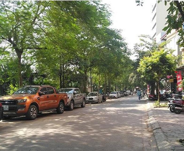 Nhà mặt phố Nguyễn Đình Hoàn,, Cầu Giấy 47m2, đường trước nhà