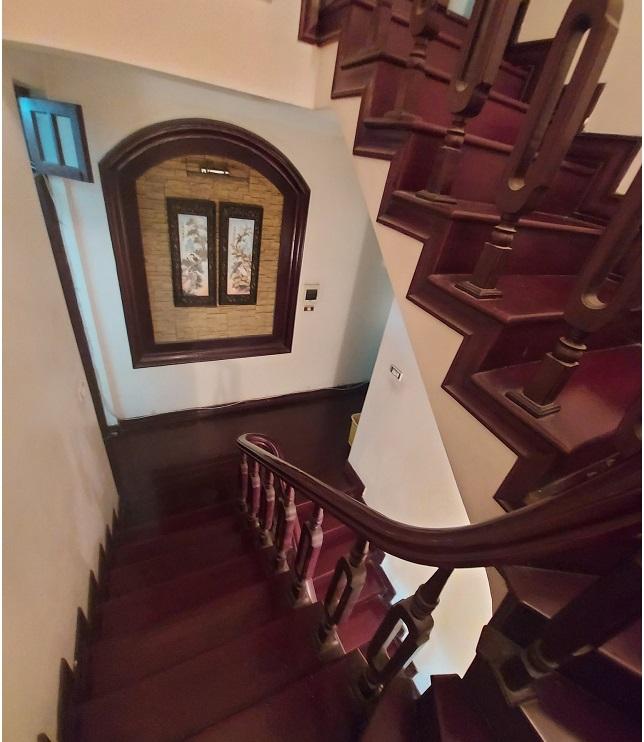 Nhà phân lô số 2 Giảng Võ, cầu thang