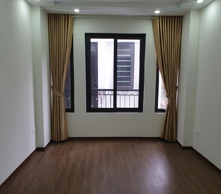 Nhà Lạc Long Quân, Cầu Giấy, thang máy, phân lô ô tô ngõ nông 40m2 phòng ngủ