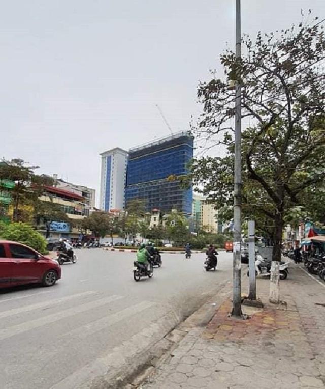 Đất mặt ngõ Văn Cao, Ba Đình kinh doanh đỉnh. Ô tô DT 50m2. Đường trước nhà