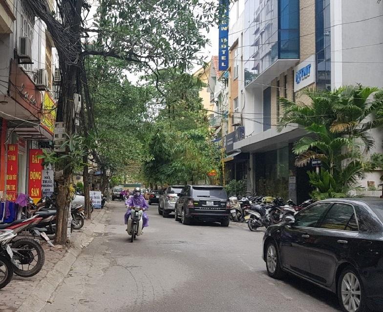 Mặt phố quận cầu giấy DT 55m2 Mặt tiền 6M. Đường trước nhà