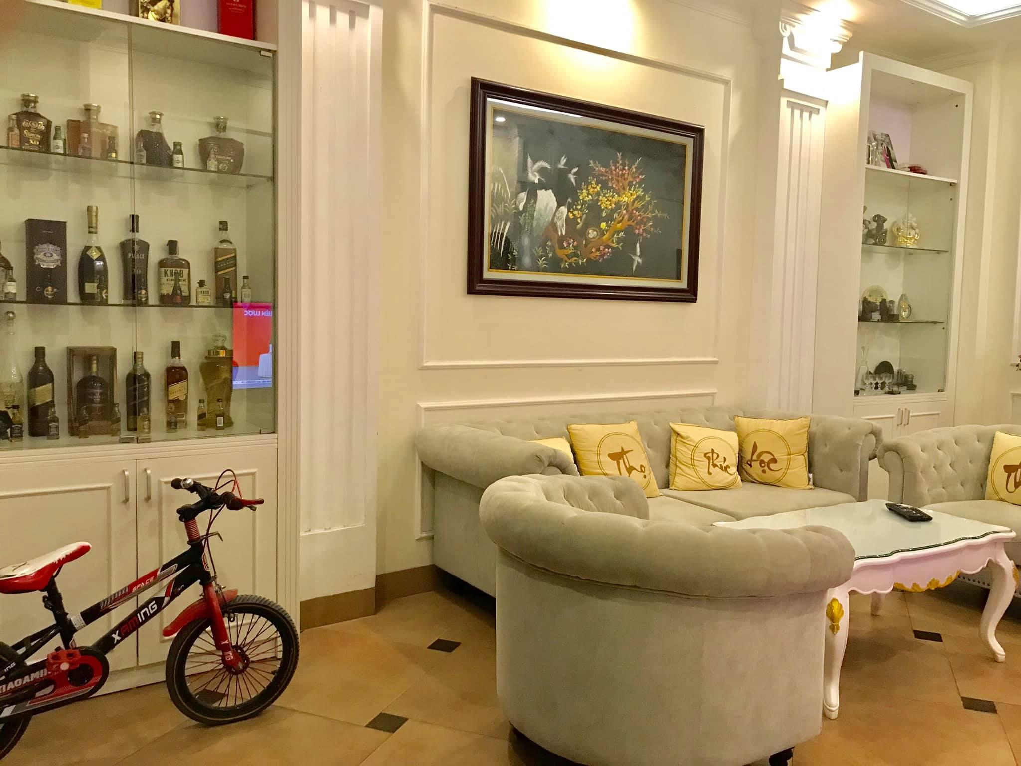 Phân lô Nguyễn Khánh Toàn, Cầu Giấy. Gara ô tô 7 chỗ, Thang máy DT 86m2. Phòng khách